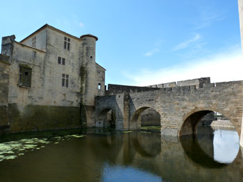 Aigues-Mortes: Bridge Theatre